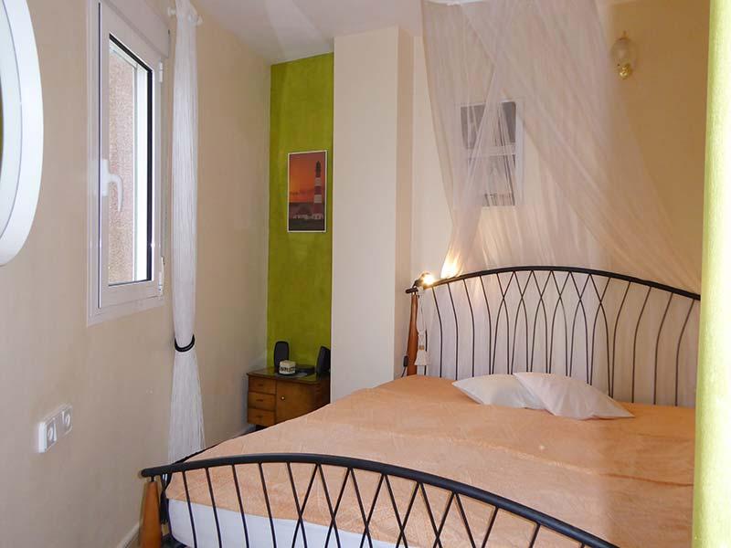 schlafzimmer-klein - Ferienwohnungen Ibiza & Grainau